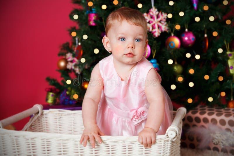 Ładna dziewczynka przy bożymi narodzeniami fotografia stock