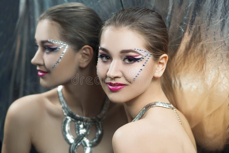 Ładna dziewczyny srebra sztuka zdjęcie stock