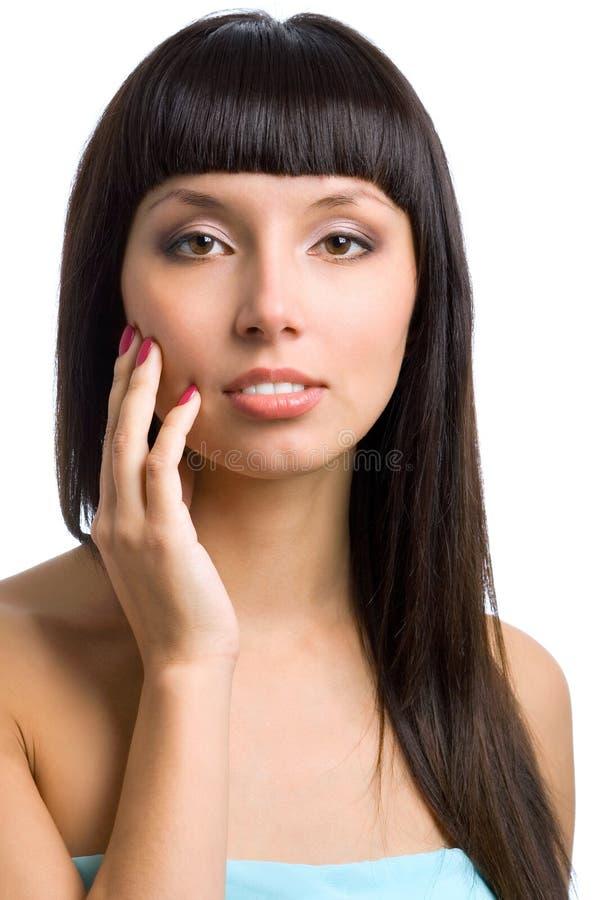 Ładna kobieta patrzeje kamerę z długim prostym czarni włosy, jest zdjęcia royalty free