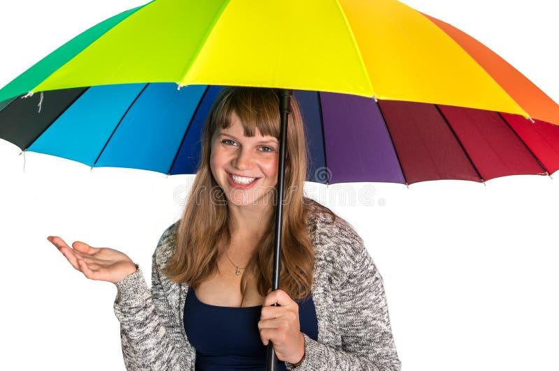 Ładna kobieta pod kolorowym parasolem odizolowywającym na bielu obrazy stock