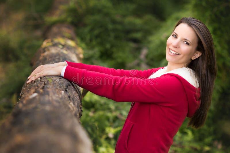 Ładna kobieta w Bush zdjęcie stock