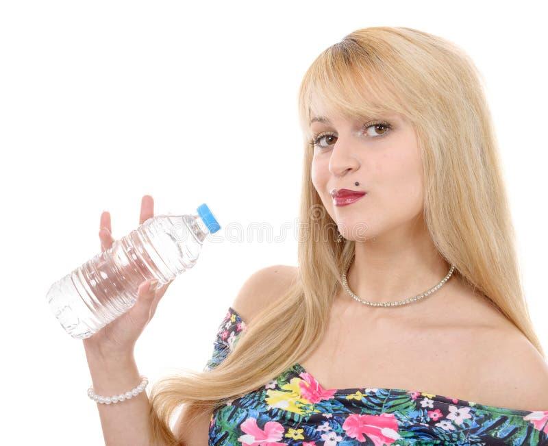 Ładna młoda blond kobieta z butelką woda obrazy royalty free