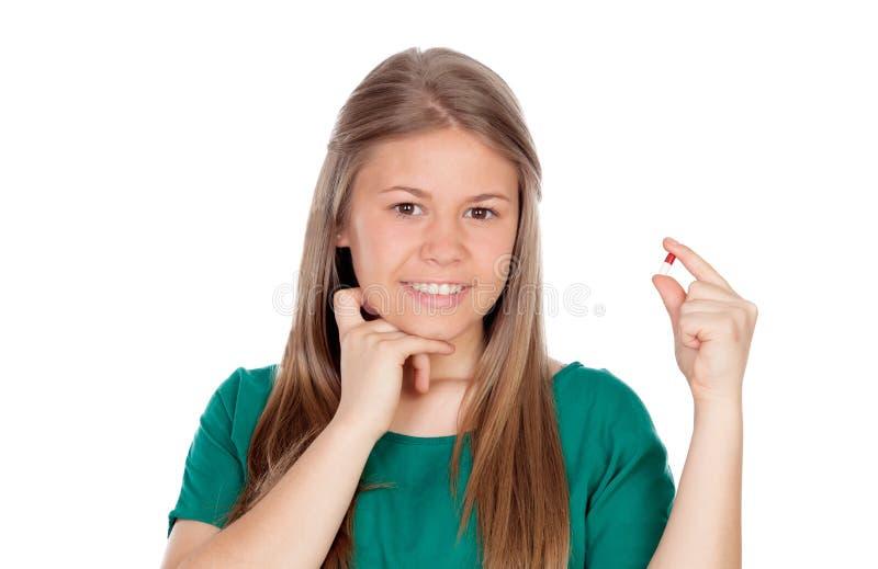 Ładna młoda dziewczyna z pigułką obraz royalty free