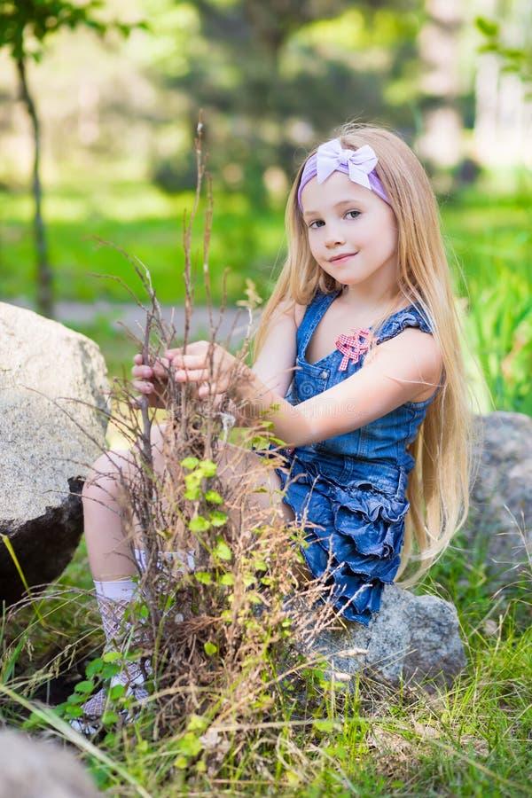 Ładna mała blond dziewczyna obrazy royalty free