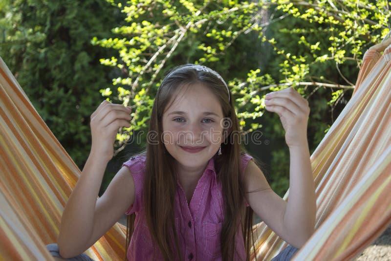Ładna mała dziewczynka w medytaci obraz stock