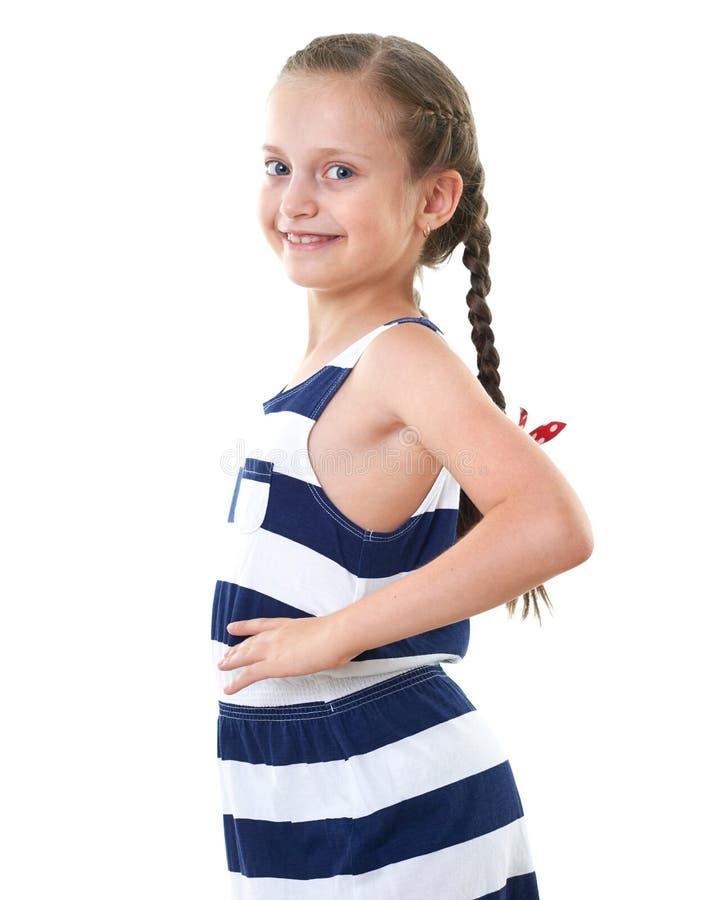 Ładna mała dziewczynka w pasiastym smokingowym pracownianym portrecie, biały tło obraz stock