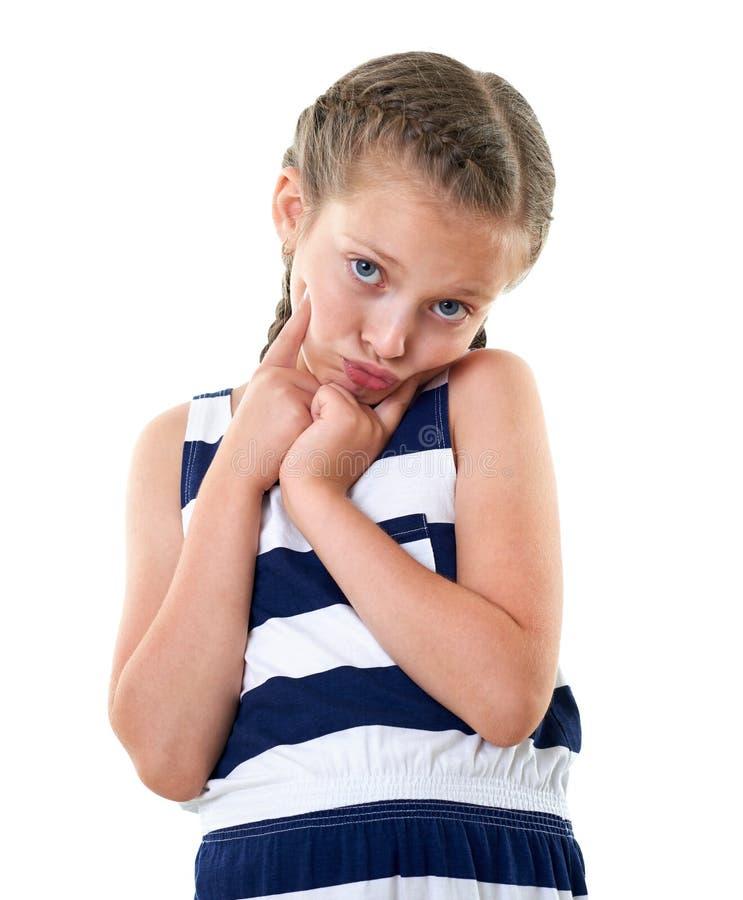 Ładna mała dziewczynka w pasiastym smokingowym pracownianym portrecie, robi zdziwionej twarzy, biały tło obraz stock