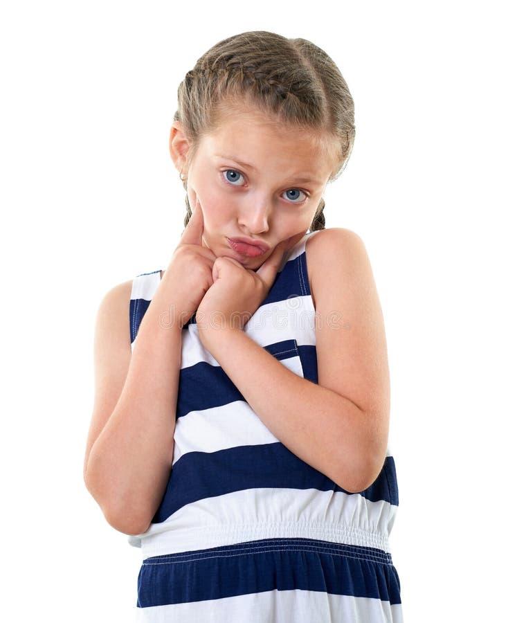 Ładna mała dziewczynka w pasiastym smokingowym pracownianym portrecie, robi zdziwionej twarzy, biały tło zdjęcia stock