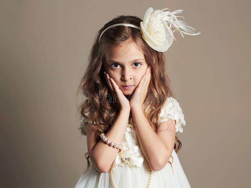 Ładna mała dziewczynka w princess sukni Piękny dziecko zdjęcia royalty free