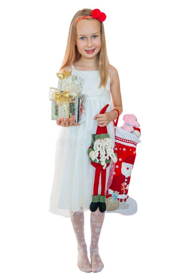 Ładna mała dziewczynka z Bożenarodzeniowymi teraźniejszość fotografia stock