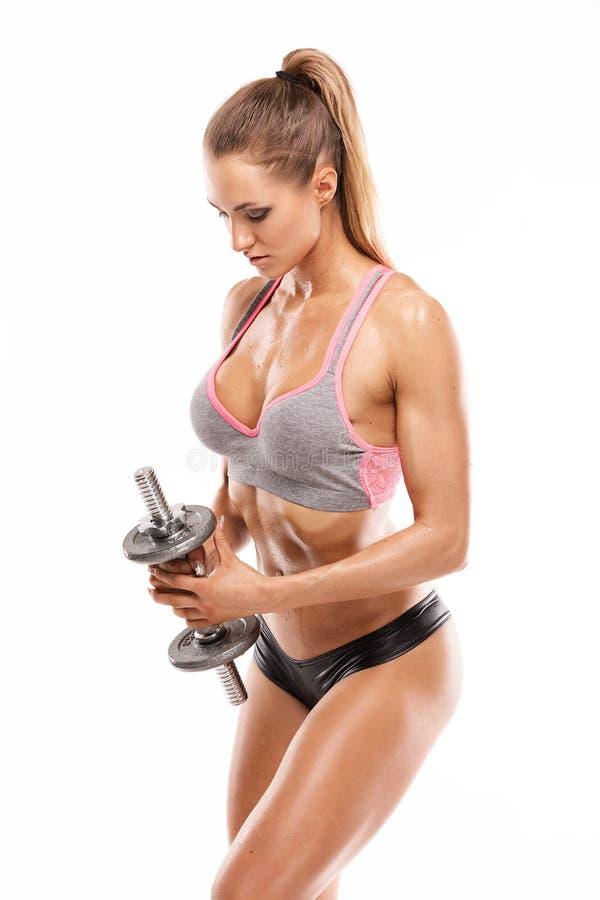 Ładna seksowna kobieta robi treningowi z dumbbell fotografia stock