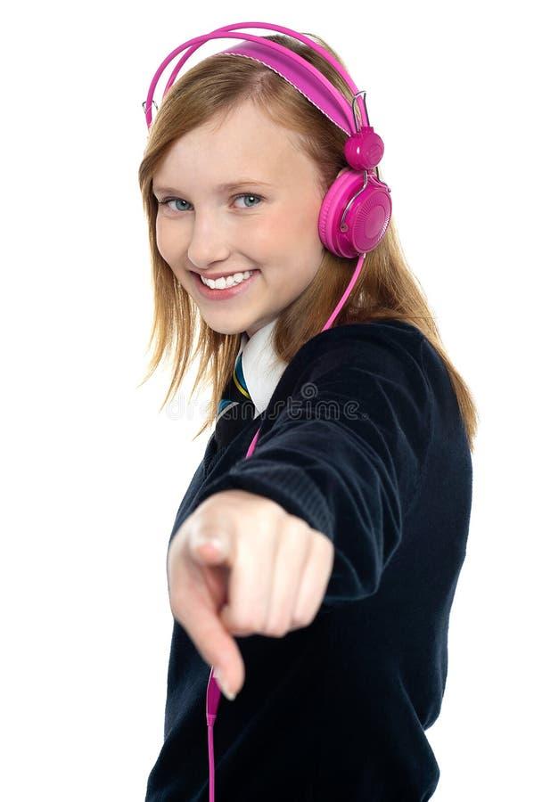 Ładnej muzykalnej dziewczyny target1184_0_ muzyka fotografia stock