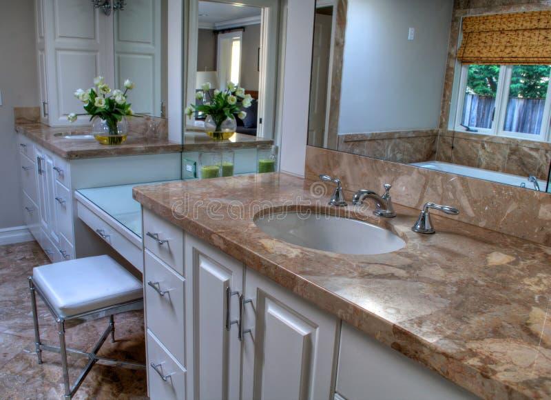Ładni łazienka neutralny kolory obraz stock