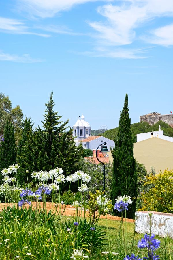 Ładni ogródy i kościół, Castro Marim zdjęcie royalty free