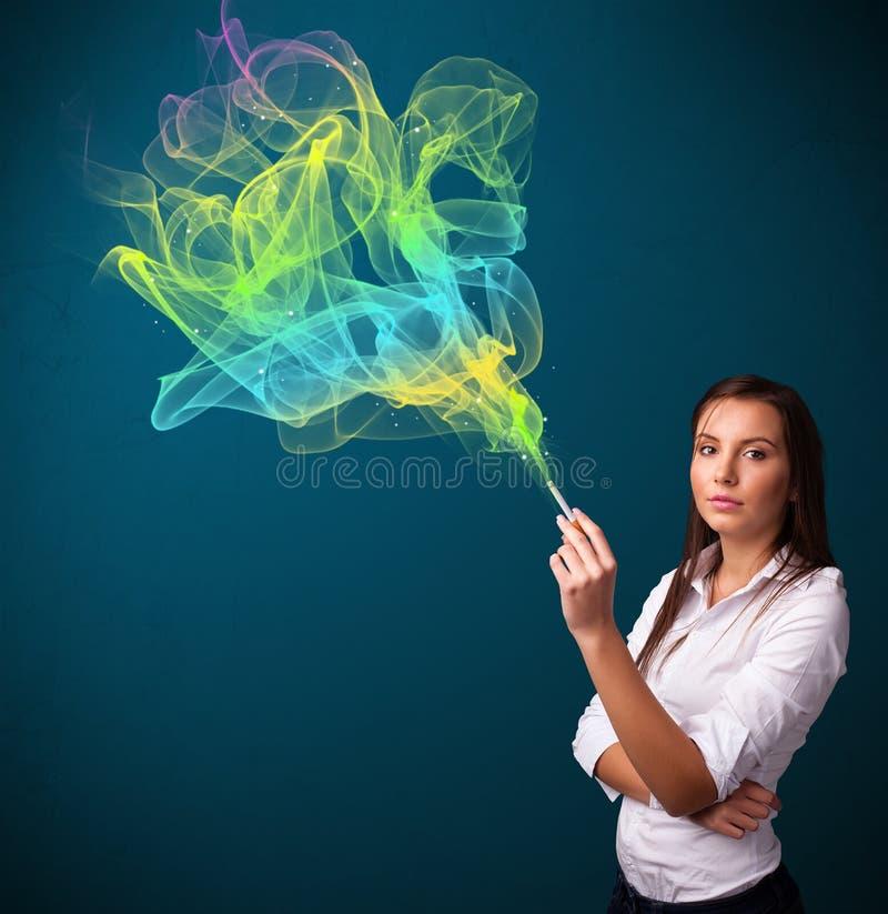 Ładny damy dymienia papieros z kolorowym dymem ilustracja wektor