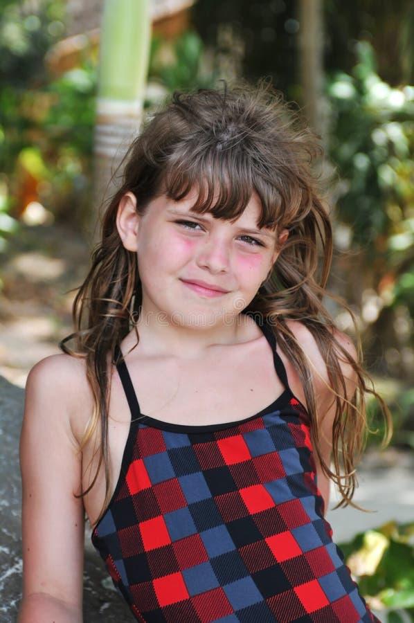 Ładny dziewczyna portret patrzeje kamerę obraz royalty free