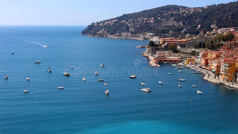 Ładny Francuski Riviera, CÃ'te d ` Azur, Eze, Cannes i Monaco, śródziemnomorski wybrzeże, święty, Błękitne wody i luksusu jachty fotografia stock