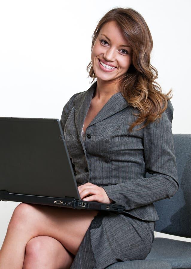 Ładny latynoskiego amerykanina bizneswoman zdjęcia stock