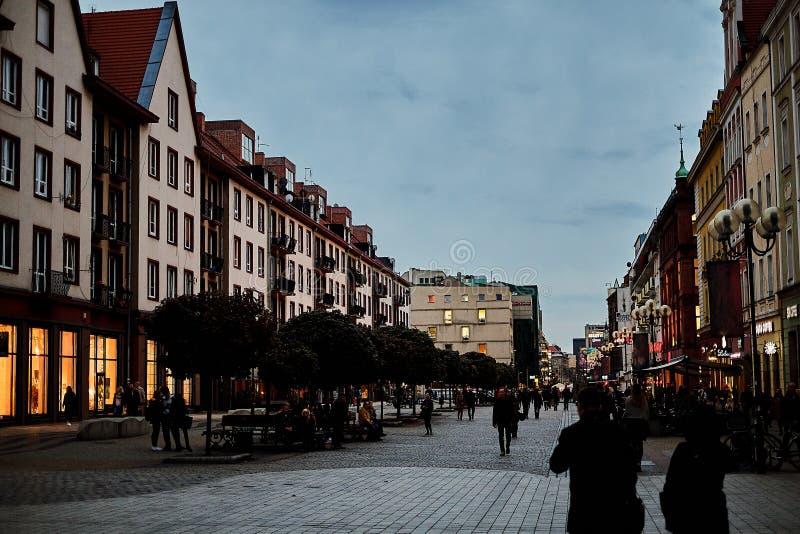 Ładny nowożytny noc widok środkowa Swidnicka ulica w Wrocławskim starym miasteczku Wrocławski jest wielki miasto w zachodnim Pols zdjęcia royalty free