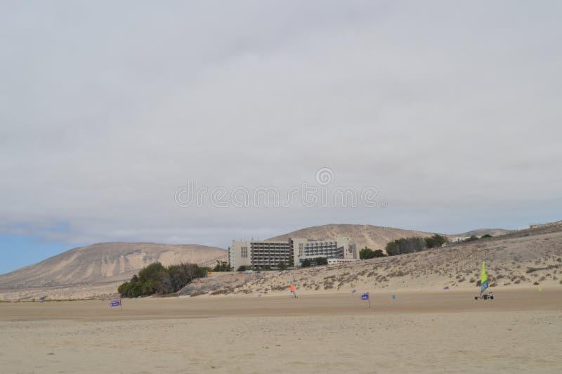 Ładny obwodu żeglowanie Na brzeg W Costa Calma Lipiec 3, 2013 Costa Calma, Fuerteventura, wyspy kanaryjskie, Hiszpania, Europa zdjęcie royalty free