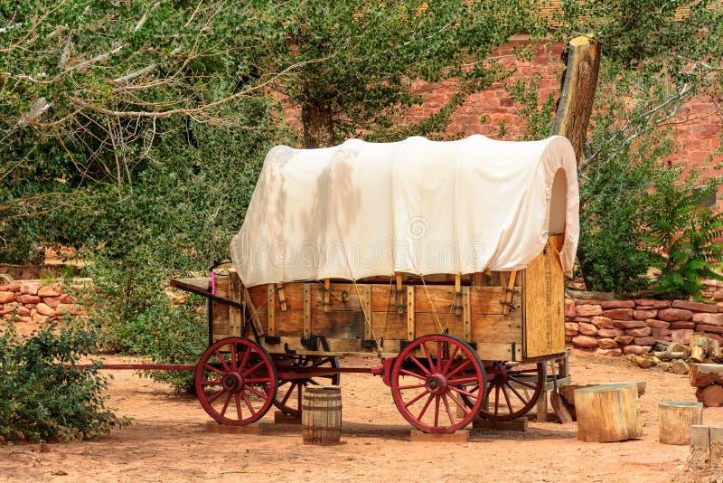 Ładny stary zakrywający furgon w starym zachodzie, Arizona obraz royalty free
