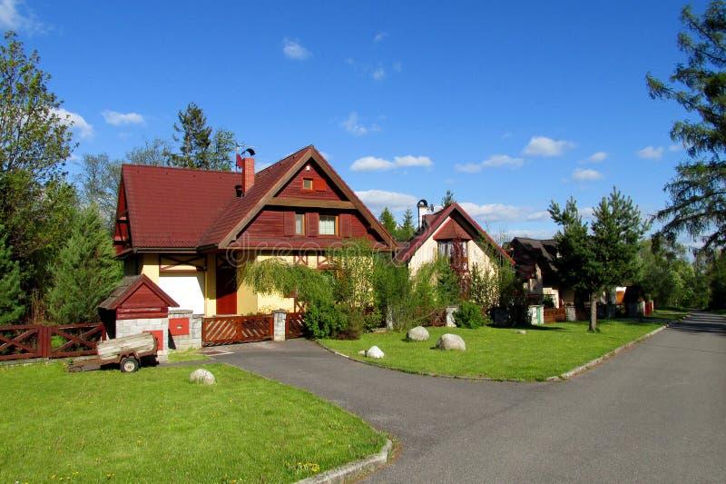 Ładny wiejski dom w wsi zdjęcia stock