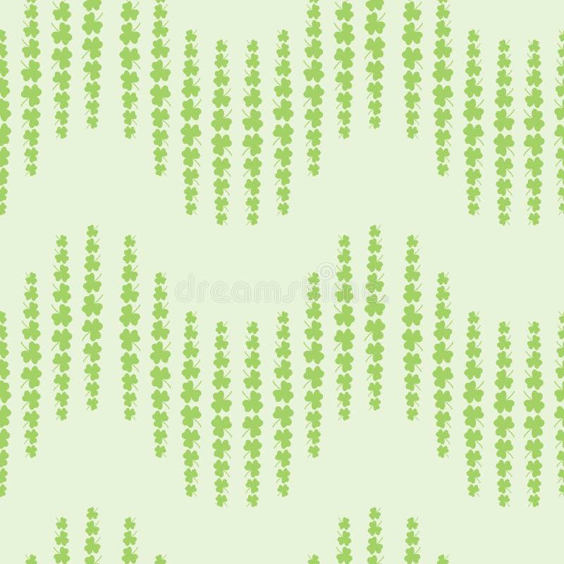 Ładny wzór z koniczyną opuszcza na zielonym tle royalty ilustracja