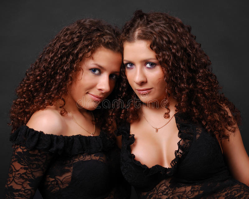 ładny zamknięci ładni bliźniacy zdjęcia royalty free