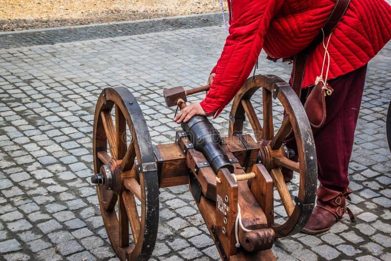 Ładowniczy średniowieczny działo zdjęcie stock
