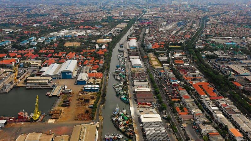 Ładunku i pasażera port morski w Surabaya, Java, Indonesia zdjęcia stock