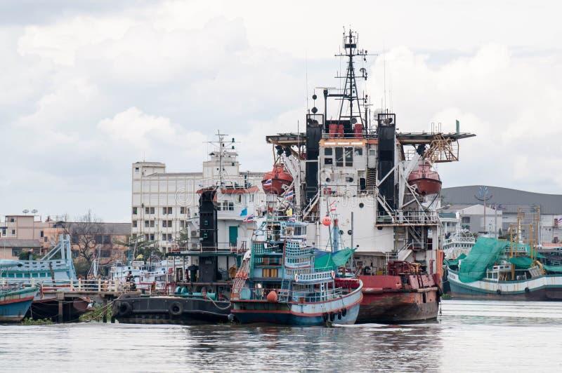 Ładunku statek w morzu, Samut sakorn Tajlandia fotografia stock