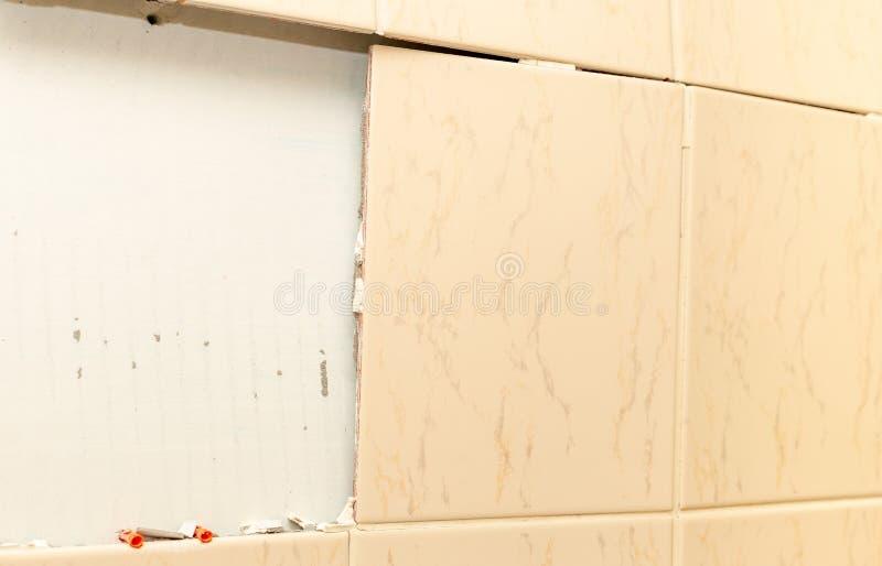 łamane płytki do łazienki wallah Uszkadzamy 2 zdjęcia royalty free