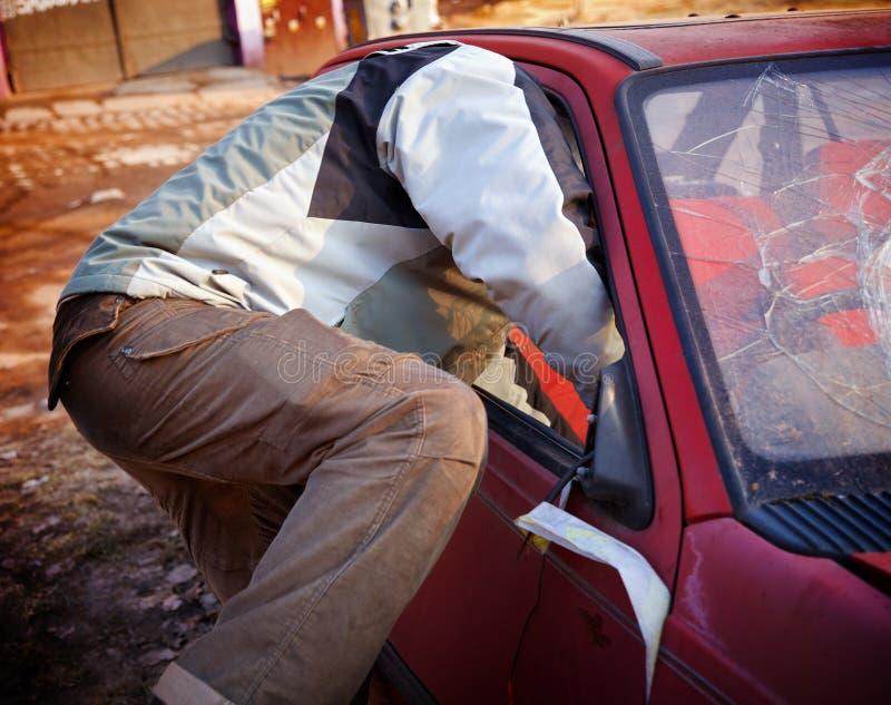 łamania samochodu chuligan zdjęcie stock
