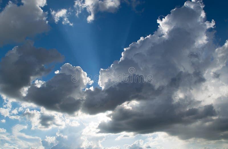 łamanie chmurnieje słońce obrazy royalty free