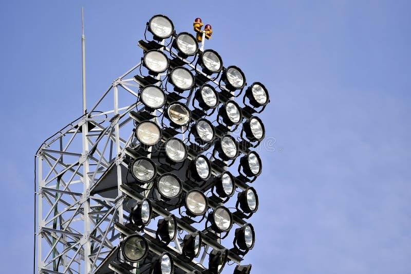 Łamany światło reflektorów na aren sportowa floodlights zdjęcie stock