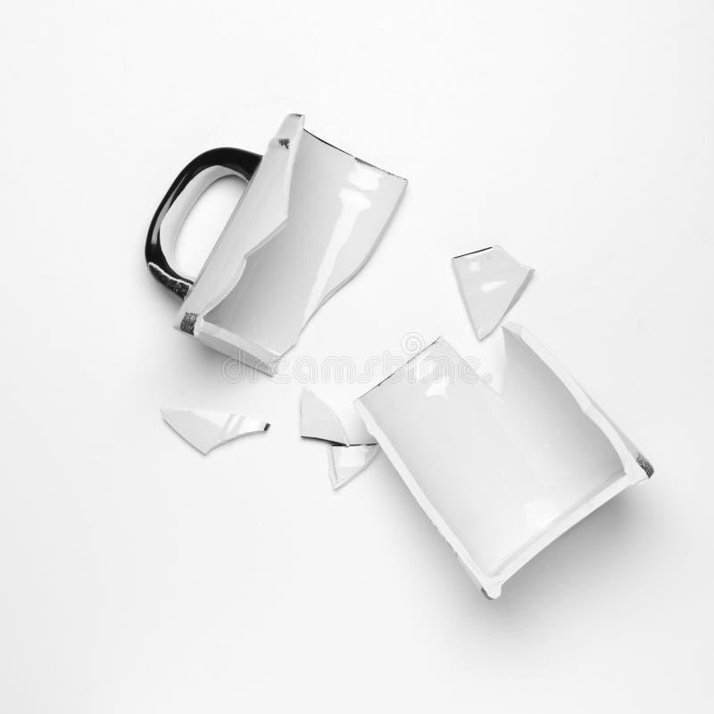 Łamany ceramiczny kubek zdjęcia stock