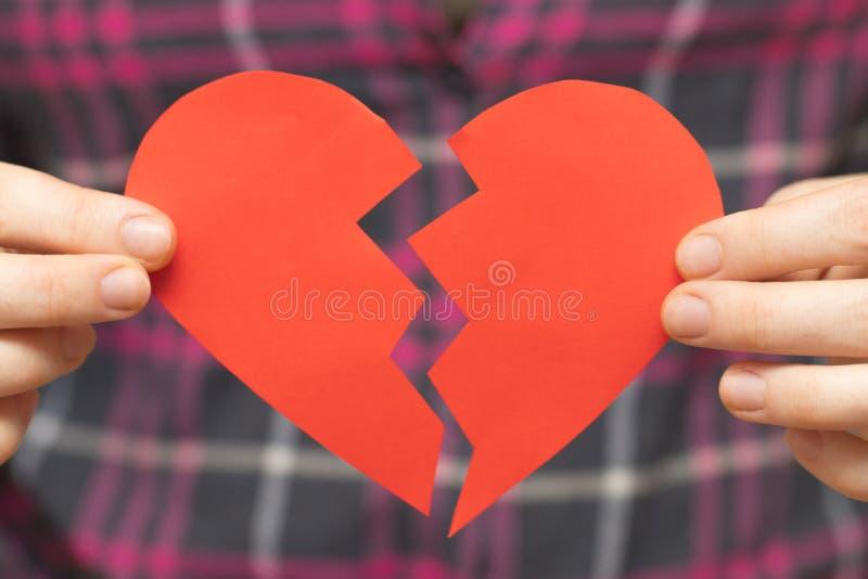 Łamany Hearted tła błękitny pudełka pojęcia konceptualny dzień prezenta serce odizolowywająca biżuterii listu życia dutki czerwie zdjęcie royalty free
