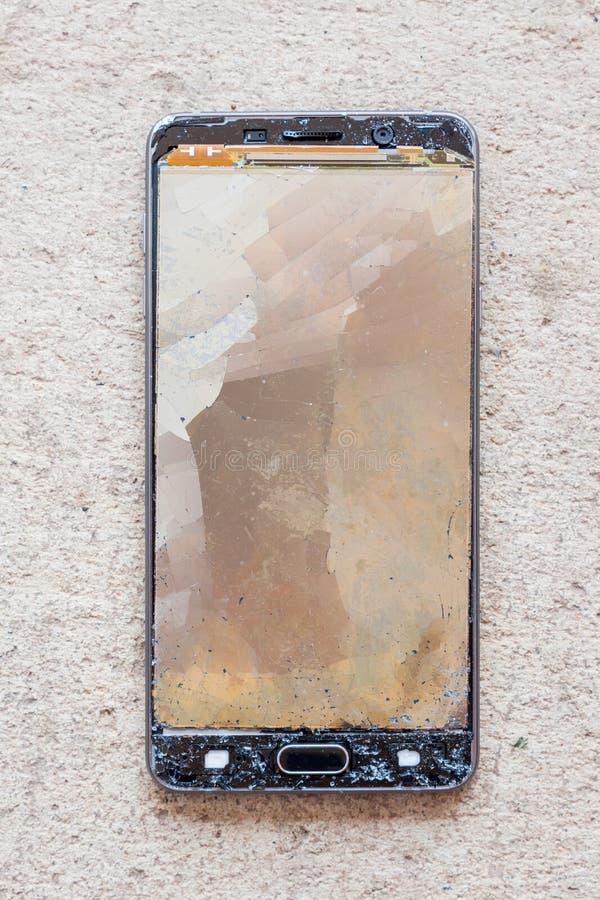 Łamany parawanowy moblie telefon Krekingowy parawanowy pojęcie zdjęcie royalty free