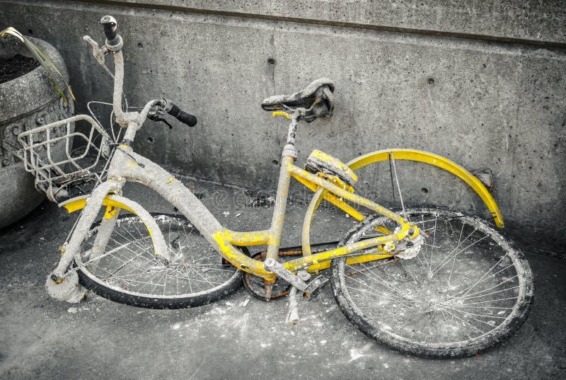 Łamany puszka bicykl fotografia stock