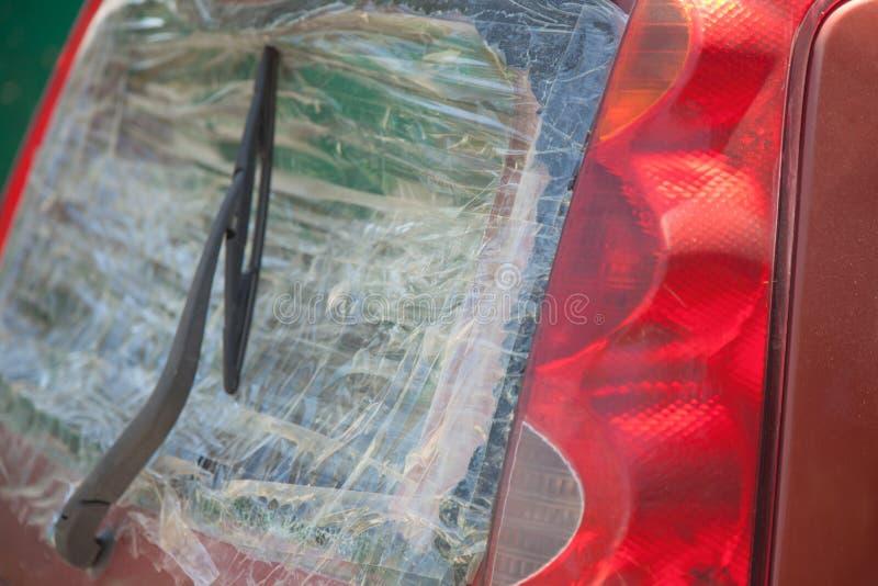 Łamany samochodowy tylni okno pieczętujący z scotch taśmą zdjęcia royalty free