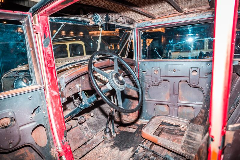 Łamany Stary Samochodowy wnętrze, rocznik, pierwszy samochód fotografia royalty free