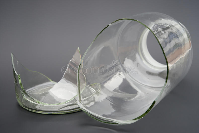 Łamany szklany zbiornik zdjęcie royalty free