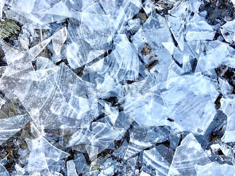 Łamany wiosna lód na stawie fotografia royalty free