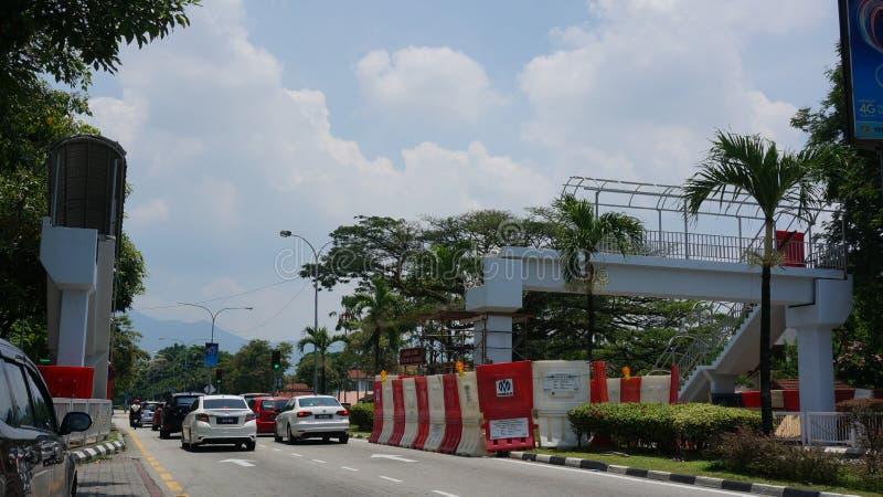 Łamany zasięrzutny zwyczajny most przy Jalan Raja Ashman Shah Jalan aka szpitalem Ipoh obrazy royalty free
