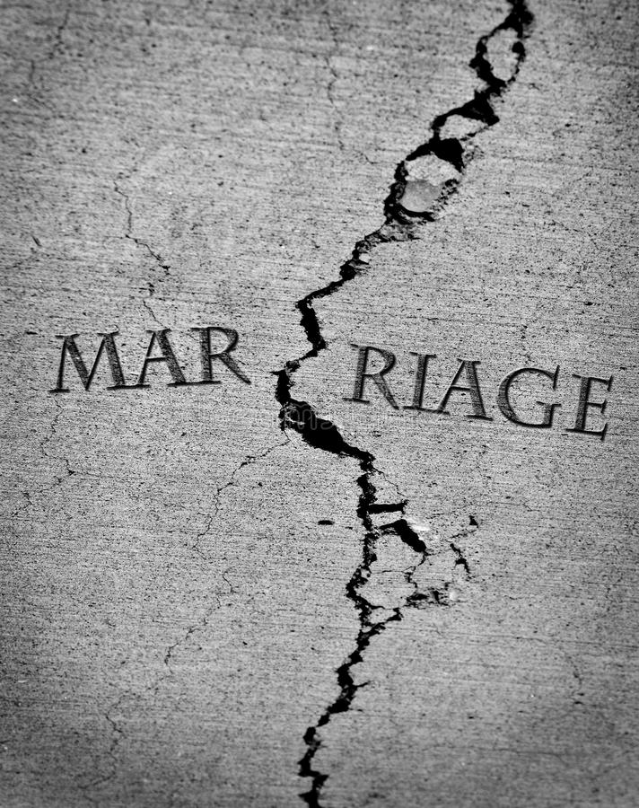 Łamany zaufanie Pękający małżeństwo rozwodu związku pęknięcie zdjęcie royalty free
