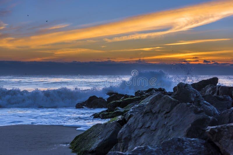 Łapiący fala na Nowym - dżersejowy brzeg zdjęcie royalty free
