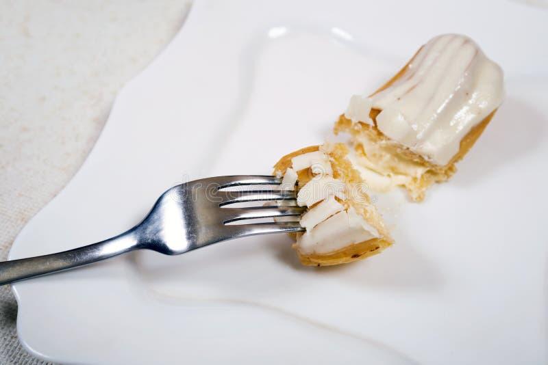 Łasowania eclair tort zdjęcie stock