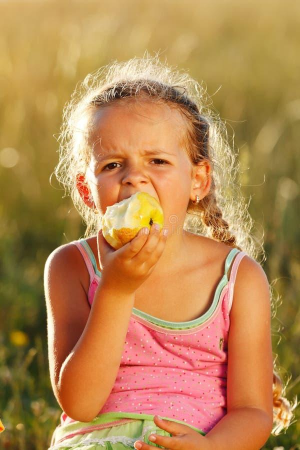 łasowanie jabłczana dziewczyna fotografia royalty free