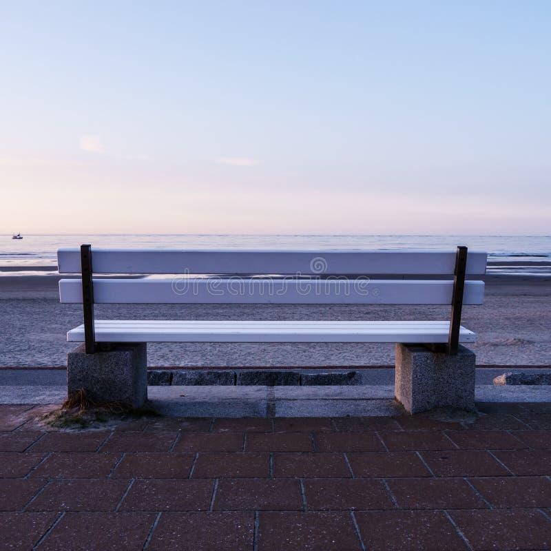 Ławka i morze zdjęcie stock