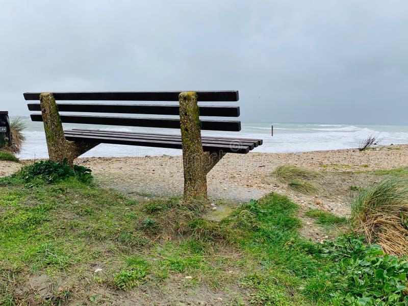 Ławka na plaży fotografia stock